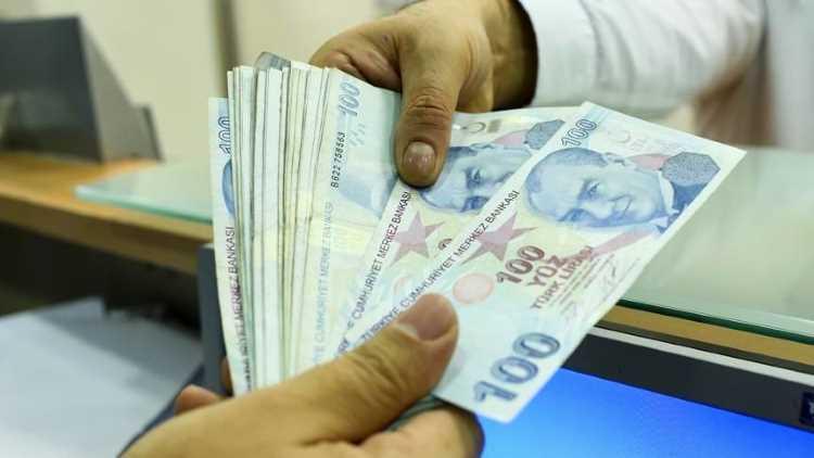 Лира отыгрывает позиции по отношению к евро и доллару