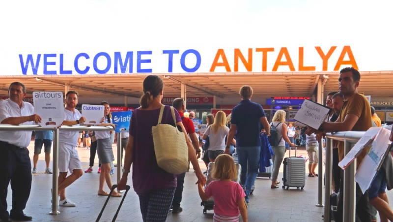 В Анталью ежедневно прилетают 15 000 россиян