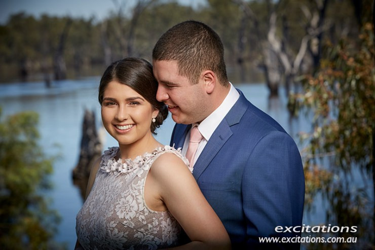 Close up flash lit portrait of youg couple with out of focus river background. Photo Excitations.
