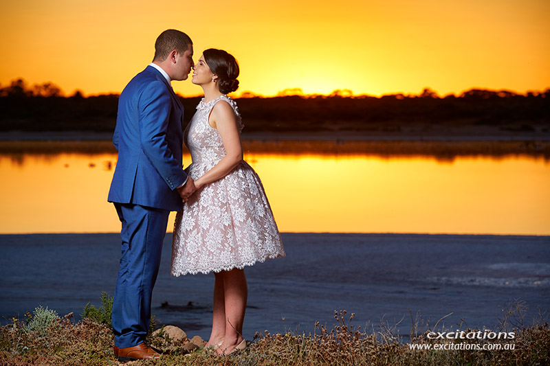 Couple kiss with salt lake in background. Mildura photographers Excitations.