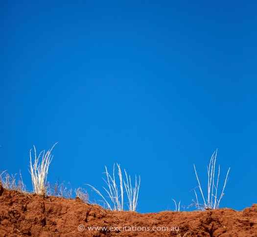 Red bank, grass against blue sky. Spring Hill photography workshop. Photo by excitations photographers Mildiura