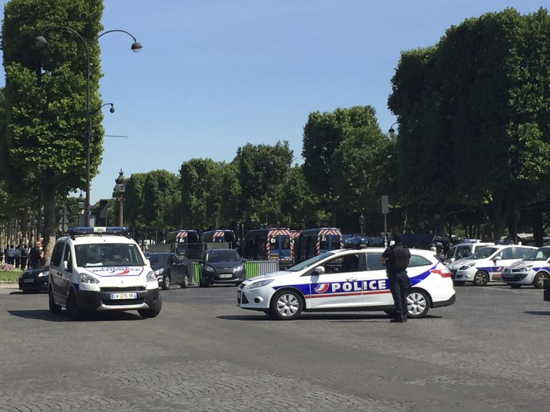 Champs Elysees Incident_596628