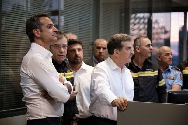 Ο πρωθυπουργός Κ.Μητσοτάκης στο Ενιαίο Συντονιστικό Κέντρο Επιχειρήσεων του Πυροσβεστικού Σώματος
