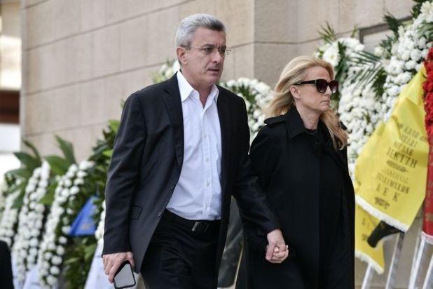 Νίκος Χατζηνικολάου στην κηδεία του ηθοποιού Κώστα Βουτσά στην Αθήνα την Παρασκευή 28 Φεβρουαρίου 2020