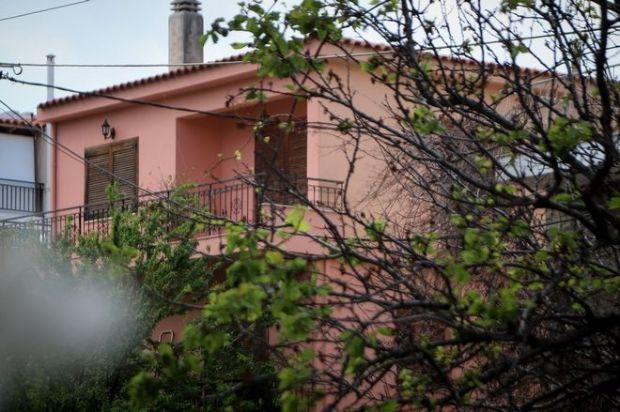 Το σπίτι στην οδό Τυμφρηστού στο Χαλάνδρι όπου 27χρονος πατέρας σκότωσε το 4χρονο γιο του και στην συνέχεια αυτοκτόνησε