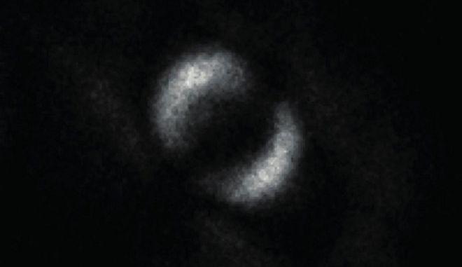 """Αυτή είναι η πρώτη φωτογραφία που απεικονίζει την κβαντική """"αγκαλιά"""" δύο φωτονίων"""