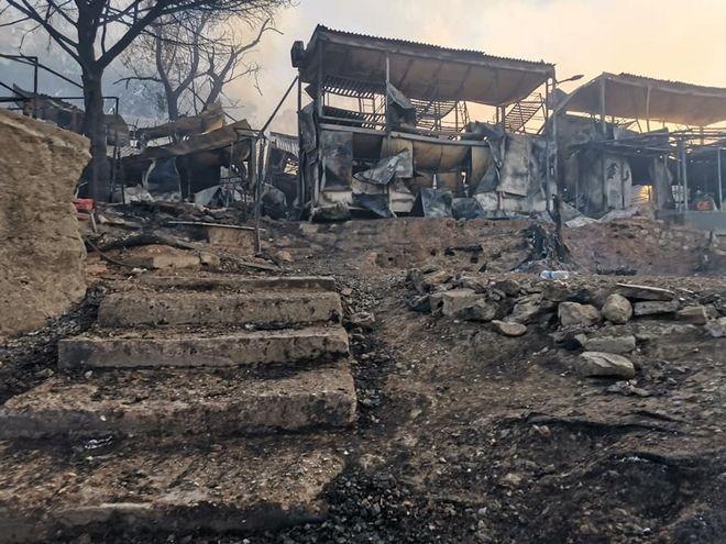 Μόρια: Καρέ καρέ η καταστροφή στο ΚΥΤ απο τη μεγάλη φωτιά
