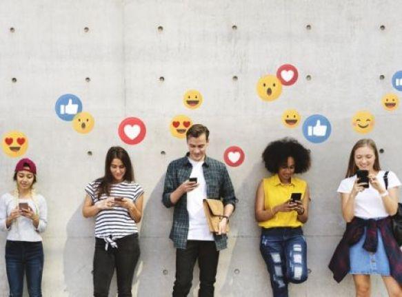 Αποτέλεσμα εικόνας για Αντικοινωνικές συμπεριφορές στους εφήβους μπορεί να προκαλέσει η καθημερινή χρήση social media