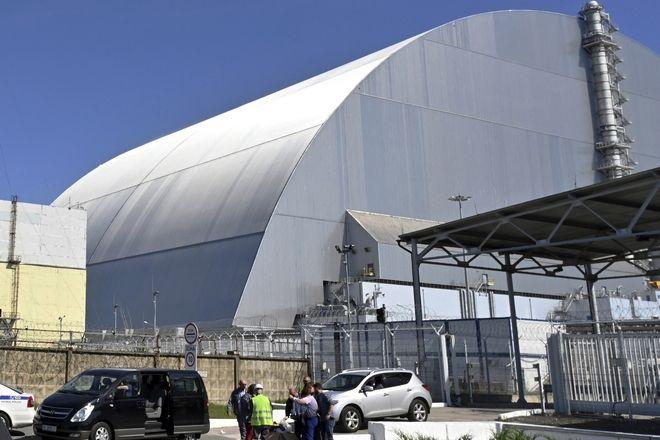 Η νέα σαρκοφάγος που καλύπτει τον τέταρτο πυρηνικό αντιδραστήρα του πυρηνικού σταθμού του Τσερνόμπιλ.