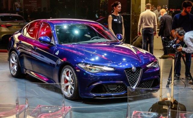 Alfa-Romeo-Giulia-QV-Live-11-696x427