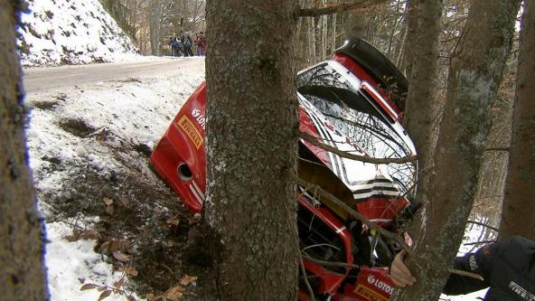 kubica-car-tree-2015_999_592x333