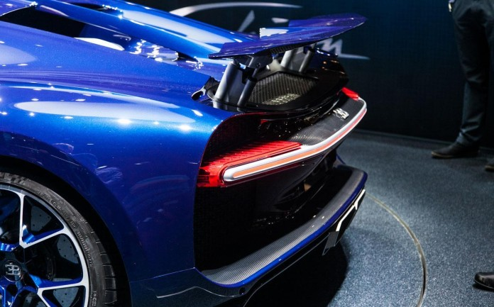 Bugatti-Chiron-0156-696x433