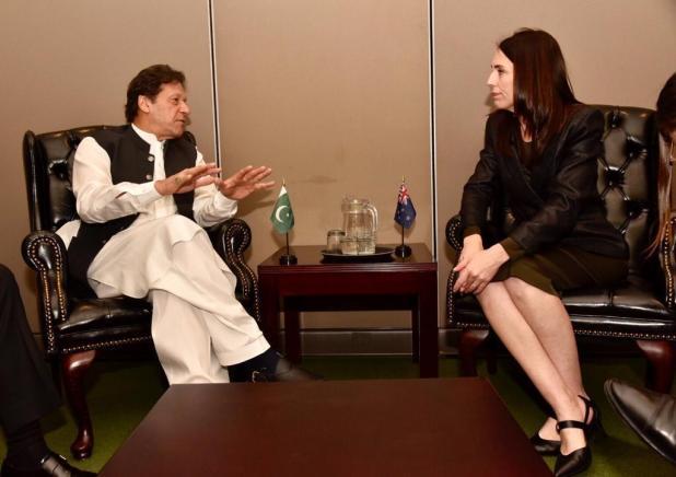 PM Imran briefs Jacinda Ardern