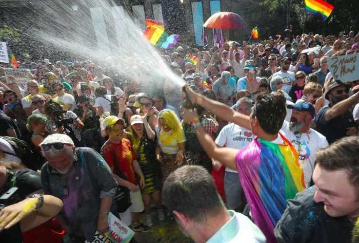 Australia Votes 'Yes' In Favor Of Same-Sex Marriage | Citzens Celebrates with Teers and Cheers