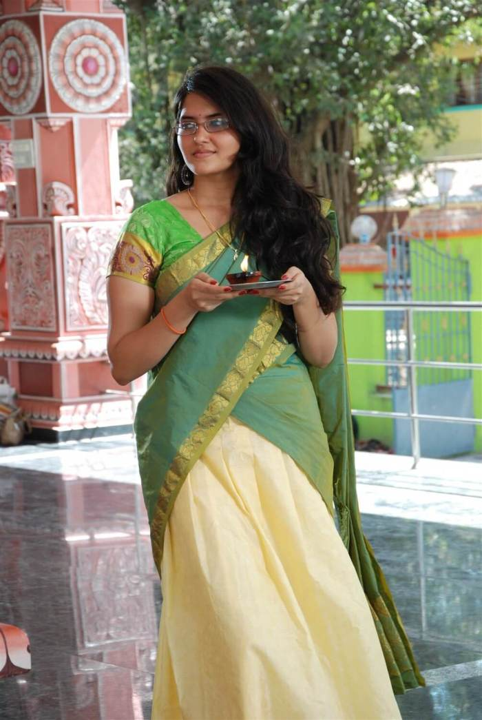 Actress Ayra Wiki