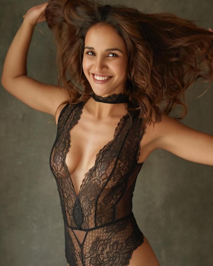 Aisha Sharma Wiki