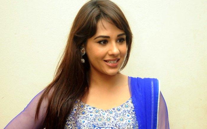 Mandy Takhar Wiki