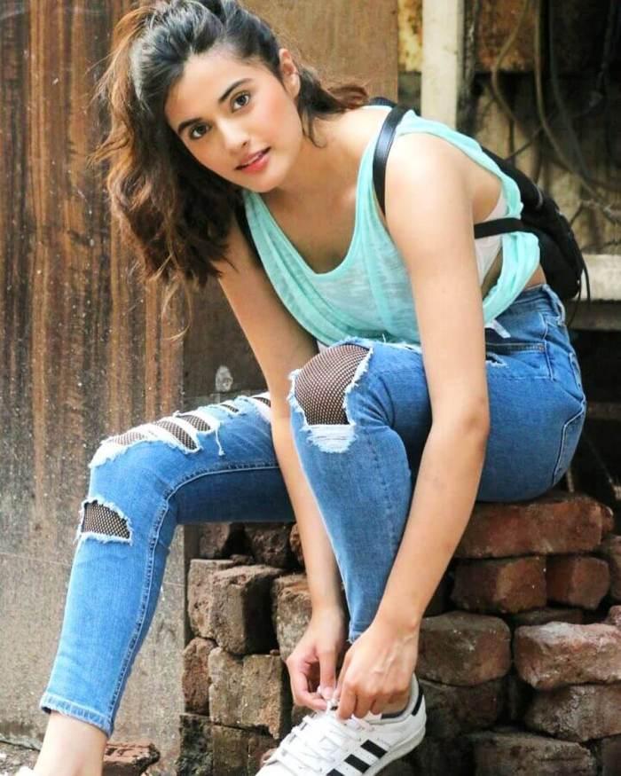 Divyansha Kaushik HD Images