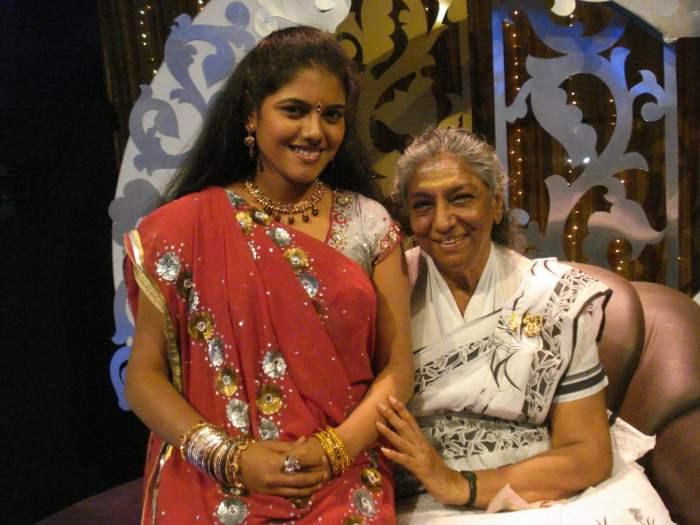 Roshini Singer Images
