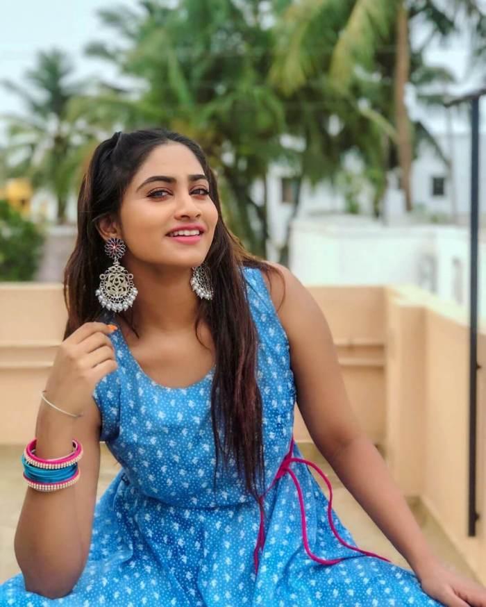 Shivani Narayanan Images
