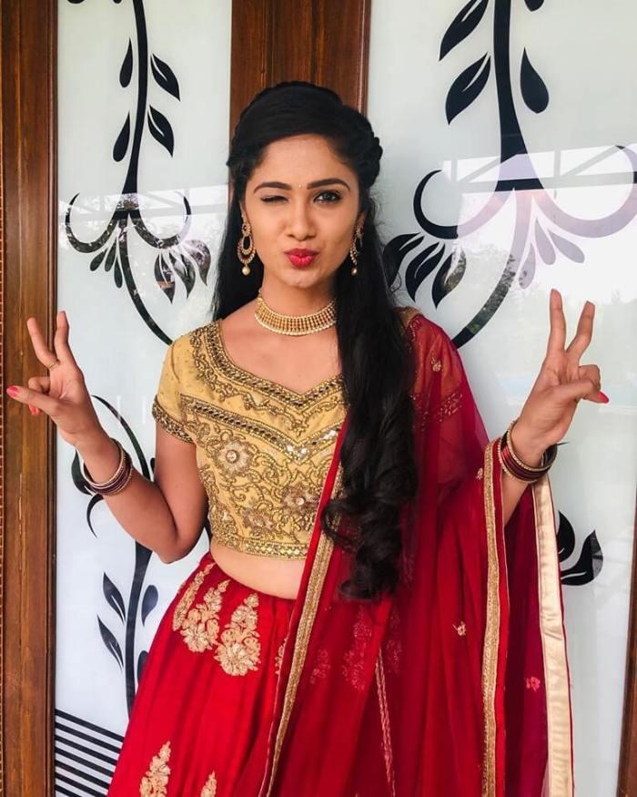 Tejaswini Gowda Serial Actress Photos
