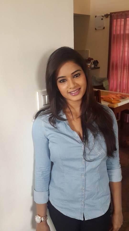 Duniya Rashmi Images