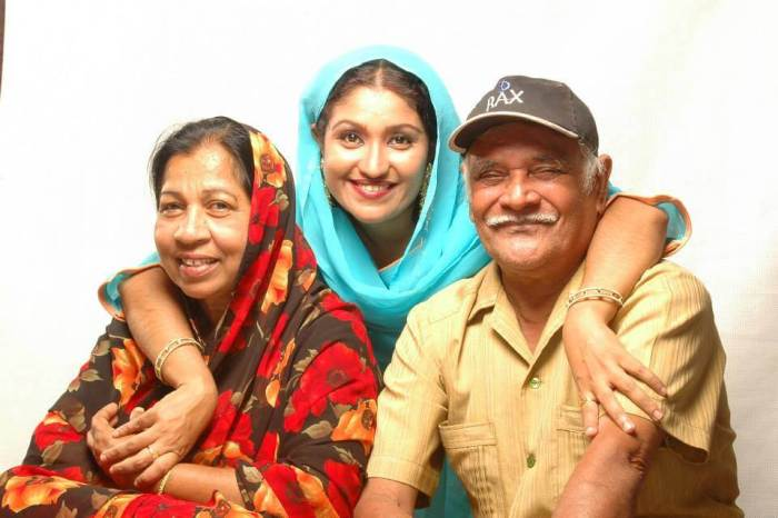 Thesni Khan