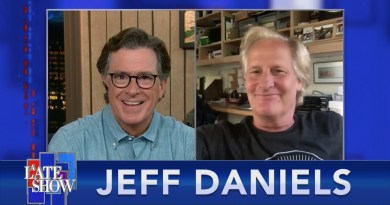 Jeff Daniels Considered Borrowing Elton John's Platform Boots To Play The Very Tall James Comey