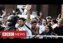 Chaotic scenes as thousands pay respects to Diego Maradona in Buenos Aires – BBC News