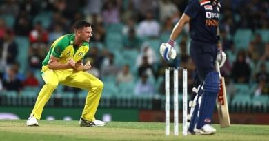 Play of the Day: Hazlewood gets huge wicket of Kohli | Dettol ODI Series 2020