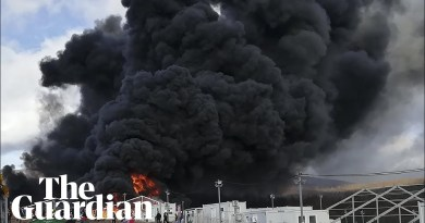 Fire burns through temporary migrant camp in Bosnia