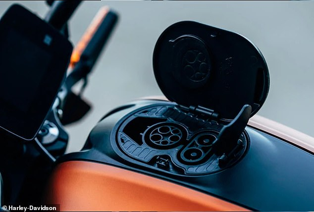 Users will be able to power at home via a Level 1 charger, or do so more quickly with Level 2 or 3 models or DC fast chargers. All Harley dealers that carry the bike will have Level 2 DC fast chargers on site