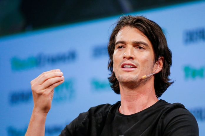 © Reuters. FILE PHOTO: Neumann, CEO of WeWork, speaks to guests during the TechCrunch Disrupt event in Manhattan, in New York City