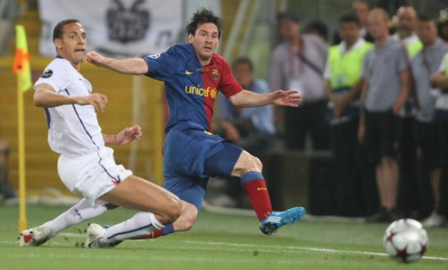 ROME, ITALY - MAY 27: Rio Ferdinand of Manchester United fails to stop Lionel Messi of Barcelona during the UEFA Champions League Final between FC Barcelona and Manchester United at the Stadio Olimpico on May 27 2009 in Rome, Italy. (Photo by John Peters/Manchester United via Getty Images)
