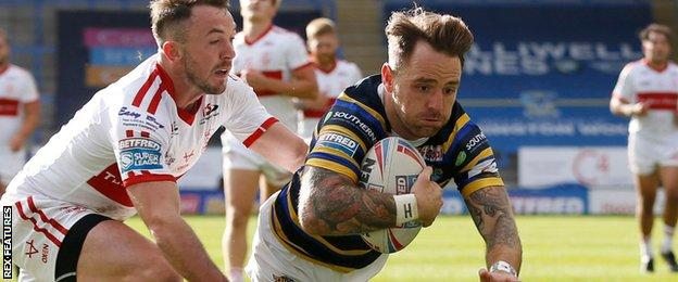 Richie Myler scores a try for Leeds