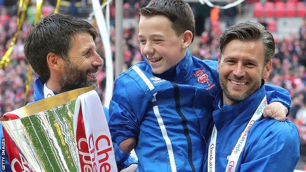 Danny Cowley (left) and brother Nicky celebrate their EFL Trophy success