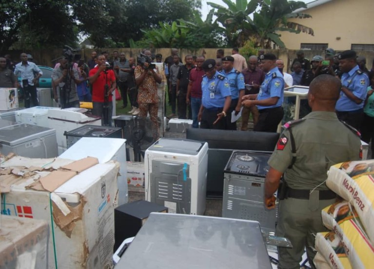 End SARS protest: Akwa Ibom Police parade 10 suspected looters, recover items