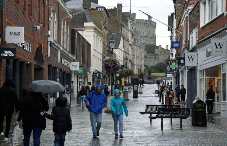 UK retail sales slump in October as economy wanes – CBI
