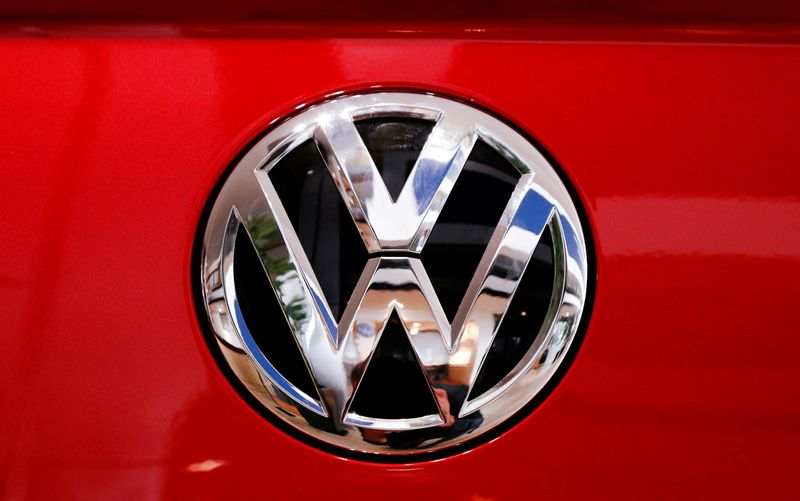 © Reuters. The logo of German carmaker Volkswagen is seen on car in a showroom of a Volkswagen car dealer in Brussels
