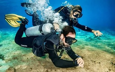 How to dive underwater with Cozumel