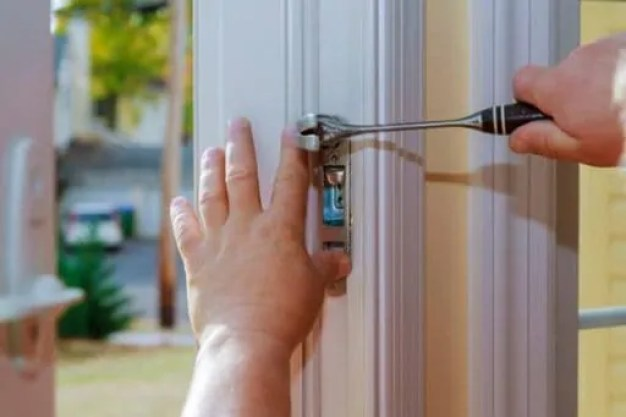 What are the reasons to choose locksmith services