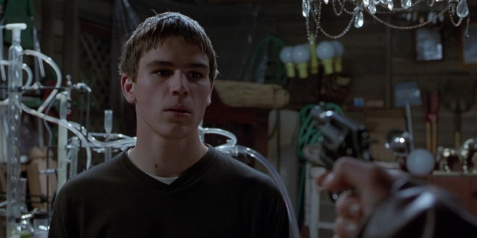 Josh-Hartnett-in-The-Faculty