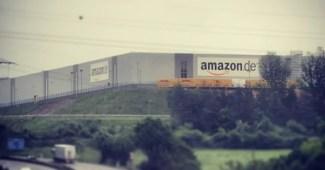 Ein Amazon Lager in Bad Hersfeld (Bild: BlueIceProduktion)