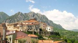 Scapoli inserito nella classifica dei venti paese più belli d'Italia da Skyscanner, noto motore di ricerca turistico.