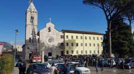 Venafro: i Vigili del Fuoco come da tradizione mettono la corona alla Madonna presente sul convento di San Nicandro