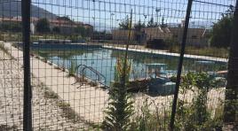 Pozzilli: un gruppo di cittadini denuncia lo stato di incuria e di abbandono della piscina comunale.