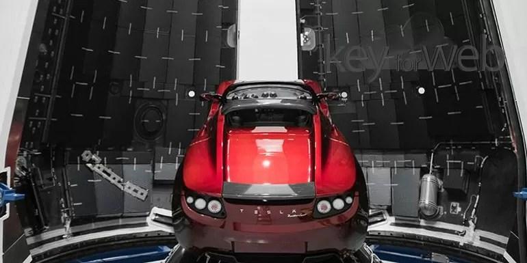 Elon Musk fa sul serio e mostra la Tesla Roadster pronta per lo Spazio