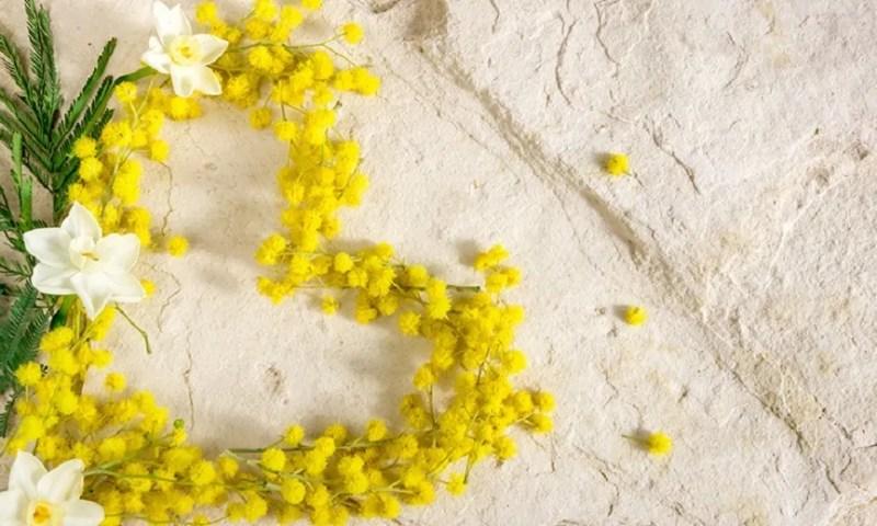 Auguri per Festa della Donna 2021 con frasi, immagini, GIF e biglietti divertenti l'8 marzo