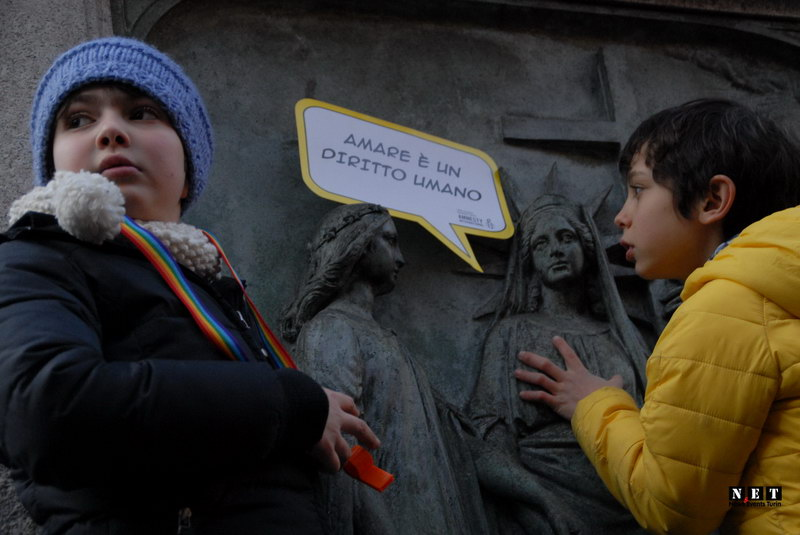 Дети на манифестации геев в Италии Турине