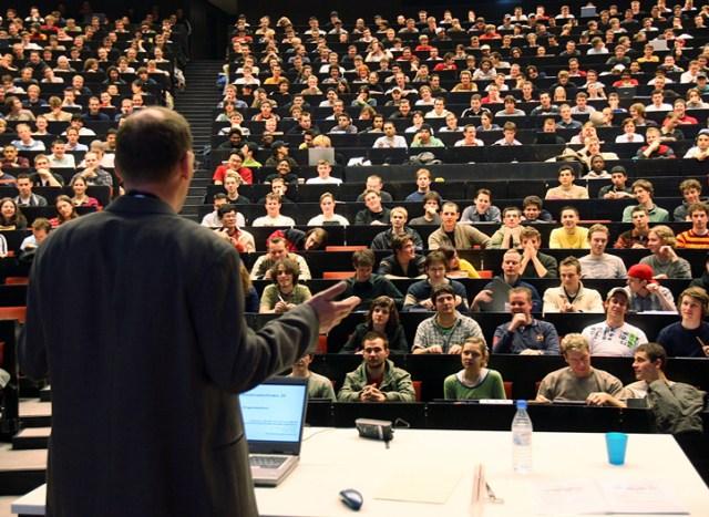 Университеты Италии лекции в аудиториях